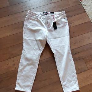 White skinny jean